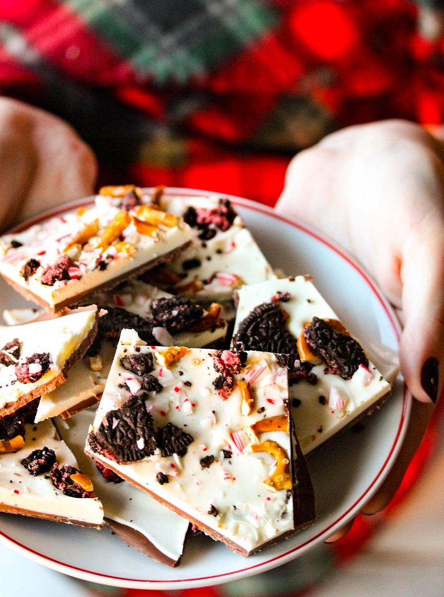 Peppermint Holiday Bark - Lisa's Dinnertime Dish